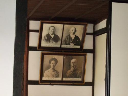 伊藤博文旧宅内の家族写真