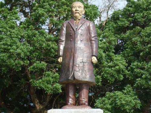 伊藤博文旧宅にある伊藤博文像
