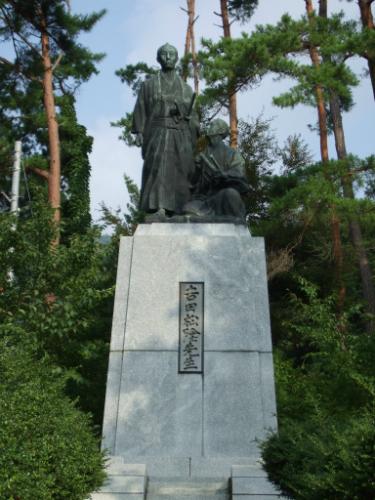 松陰先生と金子重輔の銅像