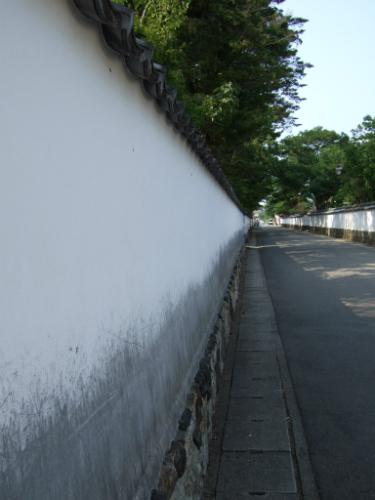 萩高等学校、一直線の白壁