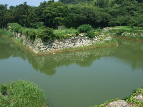 萩城天守閣跡から見た堀