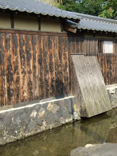旧湯川家屋敷・藍場川とハトバ