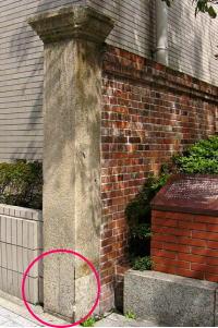 旧居留地、15番と16番の境界を表す標柱