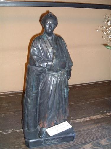 寺田屋・坂本龍馬像