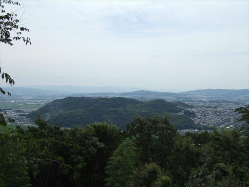 天王山から男山を望む