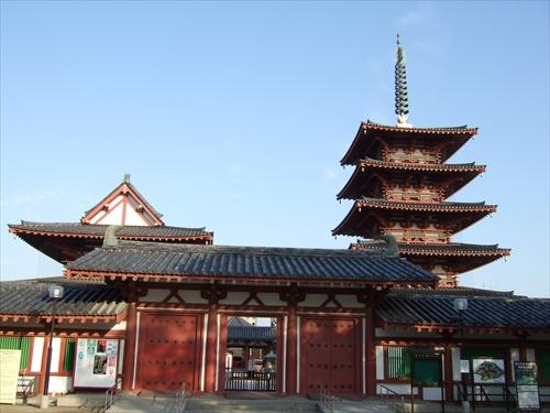 四天王寺金堂と五重塔