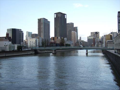 常安橋から土佐堀川を望む