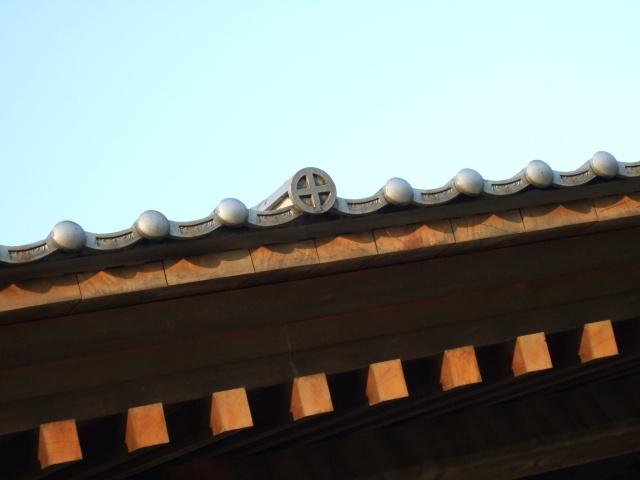 西田橋御門にある薩摩藩の家紋