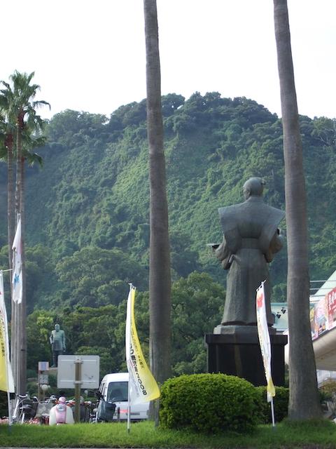 小松帯刀像と西郷隆盛像