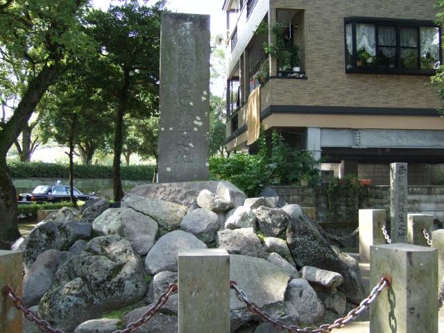 「西郷隆盛君誕生之地」碑と「西郷従道誕生之地」碑
