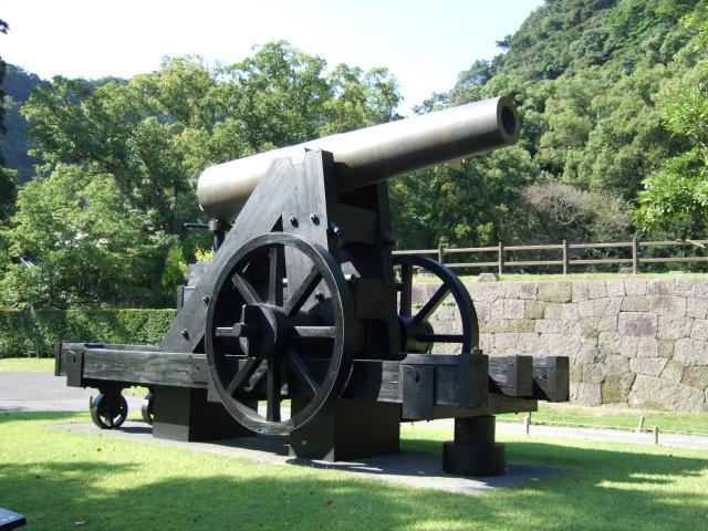 「仙巌園」反射炉前にある大砲