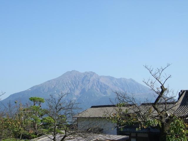 「仙巌園」反射炉跡付近から見える桜島