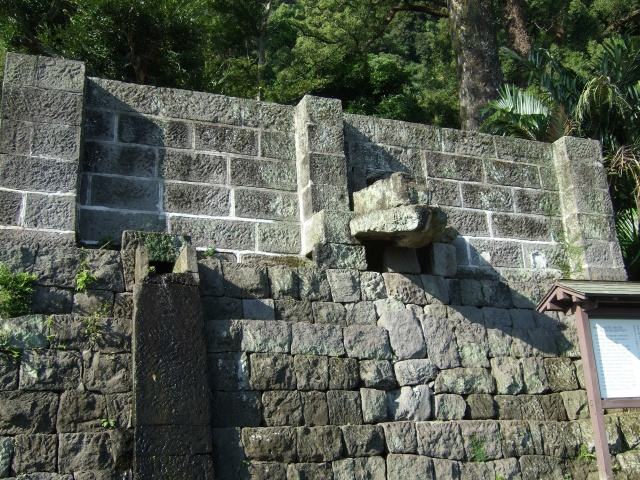 「仙巌園」庭園にある水力発電用ダム