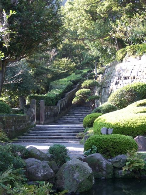 「仙巌園」庭園後ろにある趣のある階段