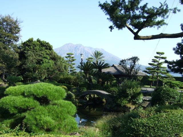 「仙巌園」庭園から見た桜島