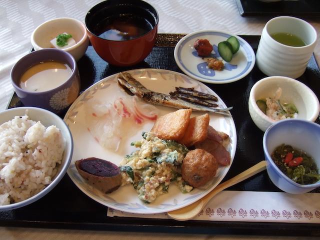「城山観光ホテル」バイキング形式の朝食