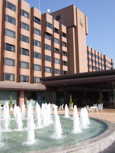 「城山観光ホテル」入口
