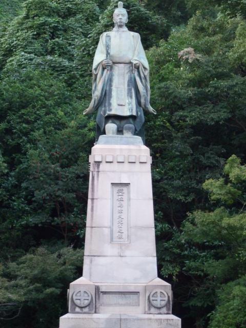 照国神社の島津久光像