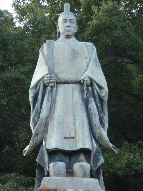 照国神社の島津斉彬像(銅像を拡大)