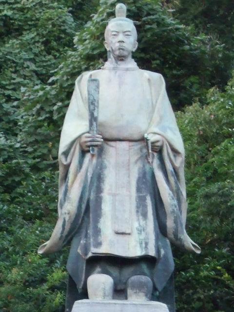 照国神社の島津久光像(銅像を拡大)