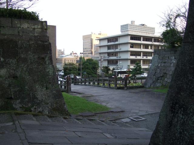 鶴丸城(鹿児島城)鍵曲から入口を見た様子