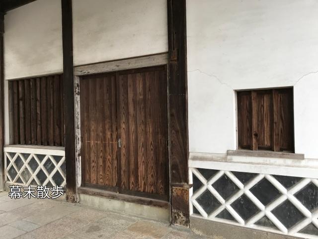 「旧黒田藩蔵屋敷長屋門」門をくぐる