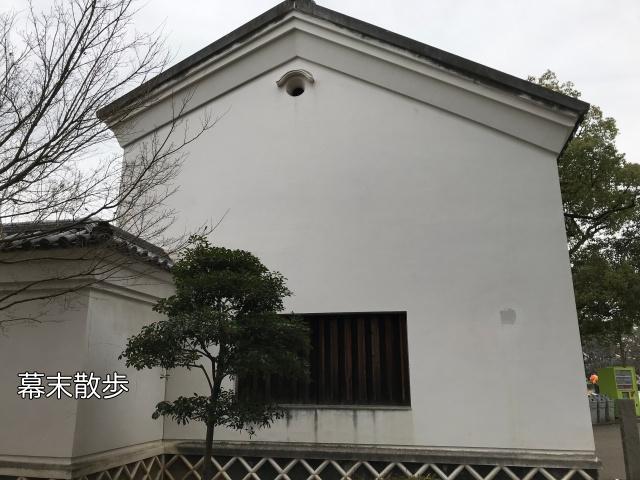 「旧黒田藩蔵屋敷長屋門」側面