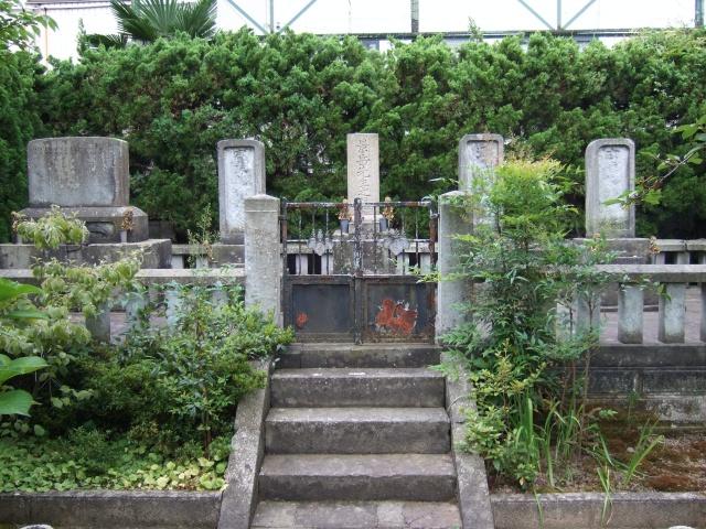 左内公園「橋本左内と家族の墓」