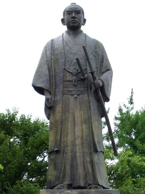 左内公園の橋本左内像(拡大)